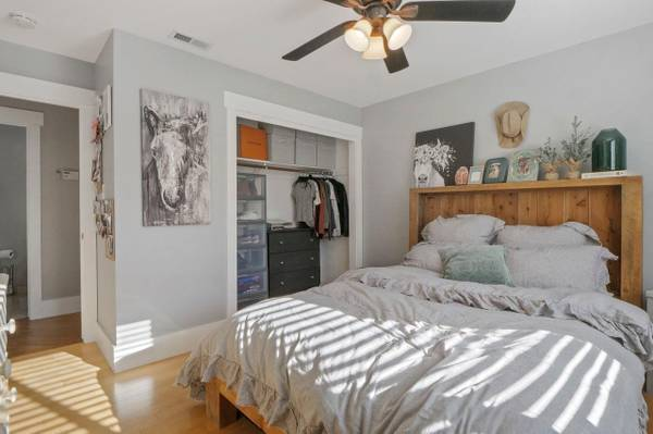 Photo Room for rent for TRAVEL NURSE 950.00mo (Stockton Lincoln Village)