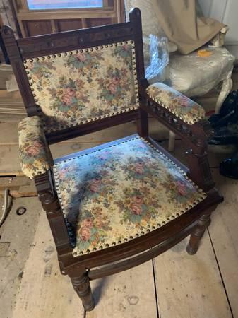 Photo Victorian style chair - $125 (Auburn)