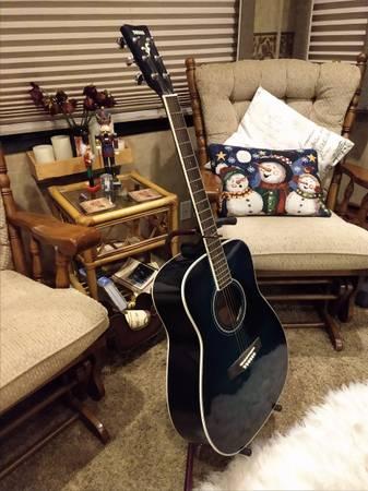 Photo Yamaha acoustic guitar - $125 (Sonora)