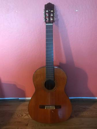 Photo Yamaha classical guitar CG150SA - $180 (Nevada City)
