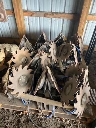 Photo 12 USED Yetter 2940 Air Adjust Row Cleaner - $4,200 (BELTRAMI)