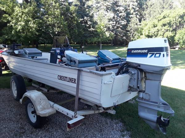 Photo 18 ft crestliner boat - $3,900 (Christine)