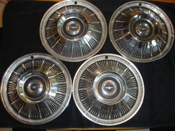 Photo 1965 Ford Thunderbird Hubcaps - $45 (GRAND FORKS)