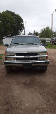Photo 1999 chevy tahoe PART OUT - $750 (Minto)