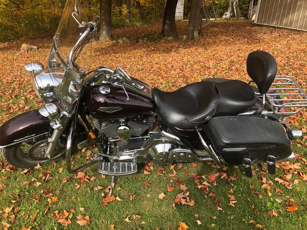 Photo 2005 Harley Road King FLHRCI - $7,600 (clearbrook)