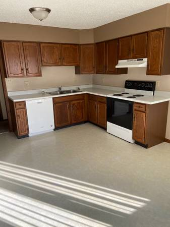 Photo 3 Bedroom Duplex for Rent - Available Now (Grand Forks, ND)