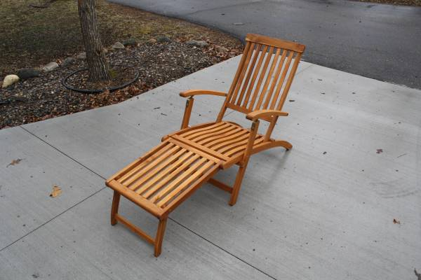 Photo Beautiful Wood Chaise Lounge Steamer Chair, in Perfect condition - $120 (Bemidji)