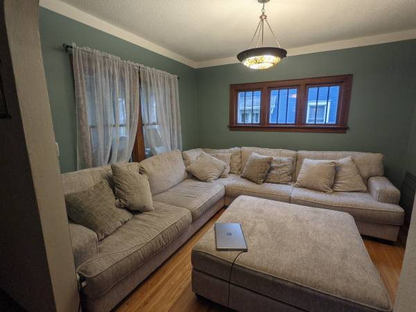 Photo Beautiful sectional for sale - $1,250 (GRAND Forks)