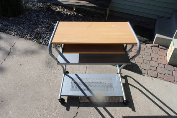 Photo Computer desk perfect for student - $55 (Grand Forks)