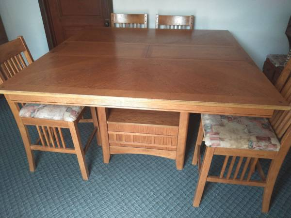 Photo Counter Height Dining Table With 8 Chairs and Butterfly Leaf - $200 (East Grand Forks MN)