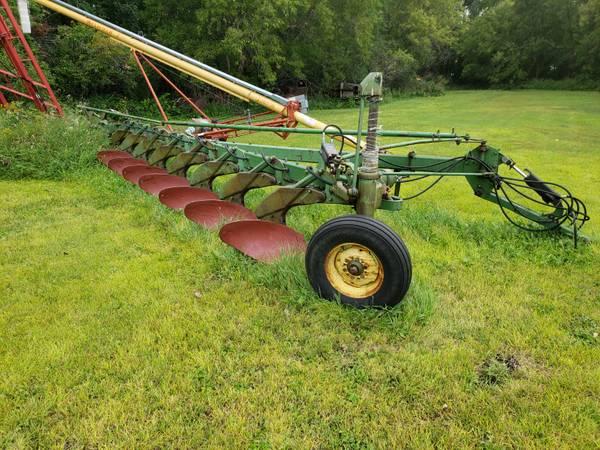 Photo John Deere 8 Bottom Plow - $1,500 (Crookston)