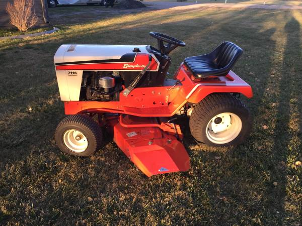 Photo Simplicity lawn tractor - $1,050 (Grand Forks)