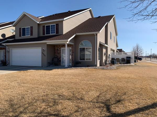 Photo South Grand Forks Home For Sale (Grand Forks)