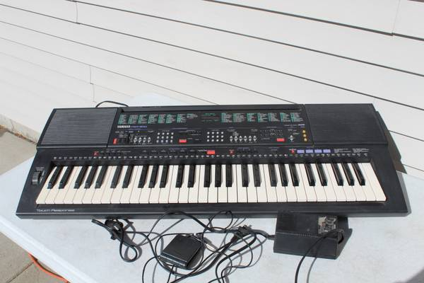 Photo Yamaha PSR-500 61-Key Portable MIDI Keyboard Pedal Piano Organ - $120 (S Fargo)