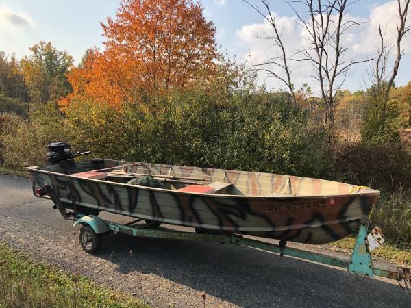 Photo 1639 Aluminum Starcraft boat w25 HP Mercury motor - $2,200 (Kentwood)