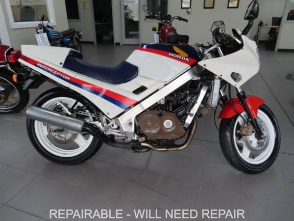 Photo 1986 Honda VFR700F Interceptor Sport Bike 23,000 Miles Repairable - $1,997 (Middleville)