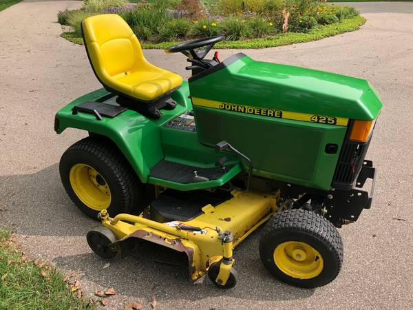 Photo 2000 John Deere 425 Lawn Mower Tractor - $3,250 (Grand Rapids)