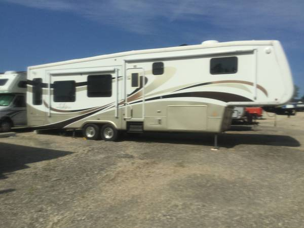 Photo 2007 Doubletree Mobile Suite 5th wheel cer - $27,500 (Sparta)