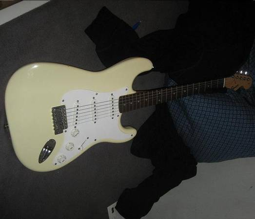 Photo 2008 Fender SSS Squier Strat Rosewood Fingerboard - Arctic White - $260