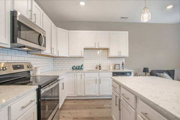 Photo 2 Bed 2.5 Bath Deluxe 1,499 Sq. Ft. 1 Stall Garage (Grand Rapids)