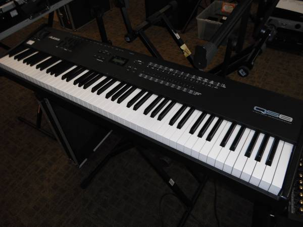 Photo Alesis QS8 88 Note Weighted Keyboard - $299 (wyoming)