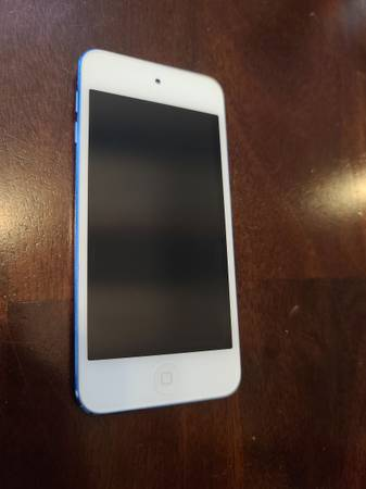 Photo Apple ipod touch 6th generation 32GB blue like new - $80 (Rockford)