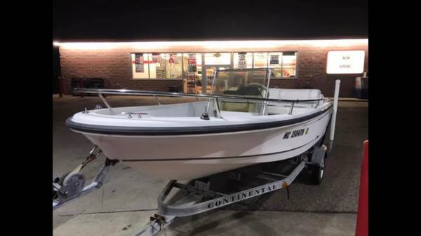 Photo Boston whaler jet boat - $6000 (Cascade)