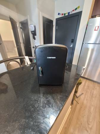Photo Chefman mini fridge - $30 (Grand Rapids)
