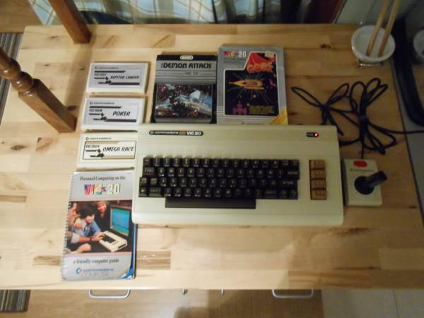 Photo Commodore Vic-20 Vintage Computer - $35