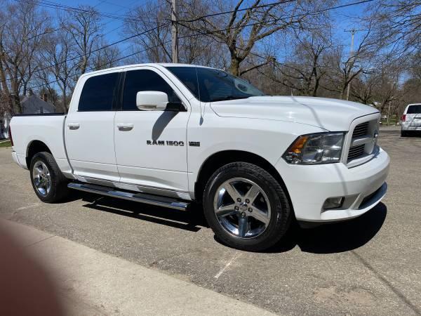 Photo Dodge Ram 1500 Pickup truck 4WD - $12000 (Grand Rapids)