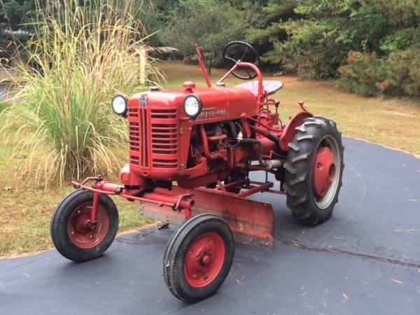 Photo Farmall Cub Tractor w Attachments - $3,450 (Shelbyville)