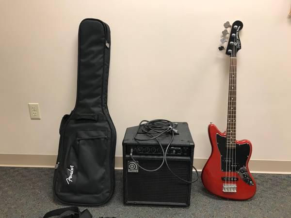 Photo Fender Squier Jaguar Bass 30quot short scale with Amp - $240 (Grandville)
