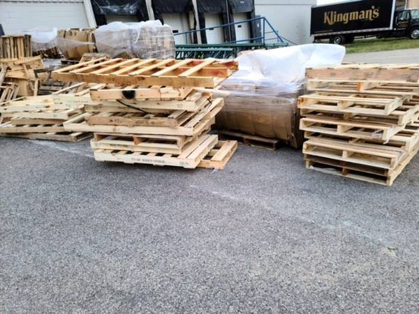 Photo Free Skids  Wood Pallets (Grand Rapids)