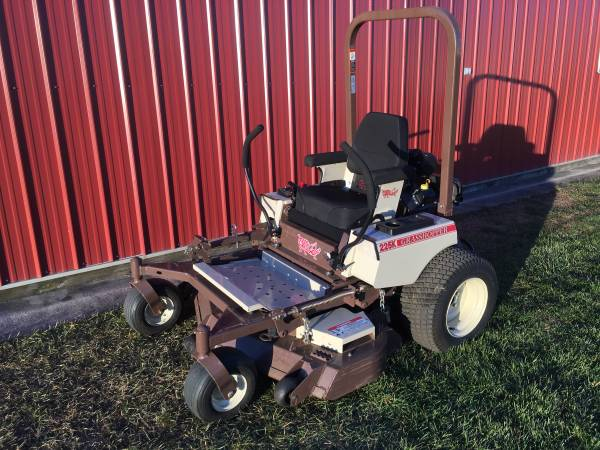 Photo Grasshopper 225K Zero Turn Commercial Mower 25hp 52quotDeck 75 Hours - $6,000 (Wayland)