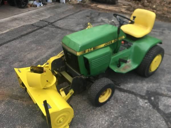 Photo John Deere 214 Tractor with Snowblower - $1150 (KnappEast Beltline)