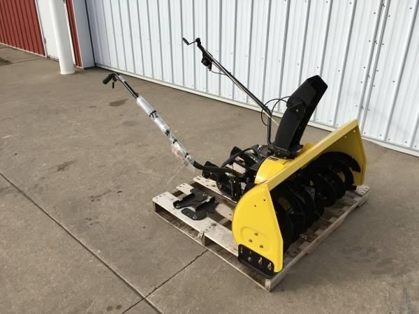 Photo John Deere 2 Stage Snowblower 42quot LT150 LT160 LT170 LT180 LT190 LTR180 - $700 (Wayland)