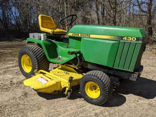 Photo John Deere 430 Lawn Tractor - $3800