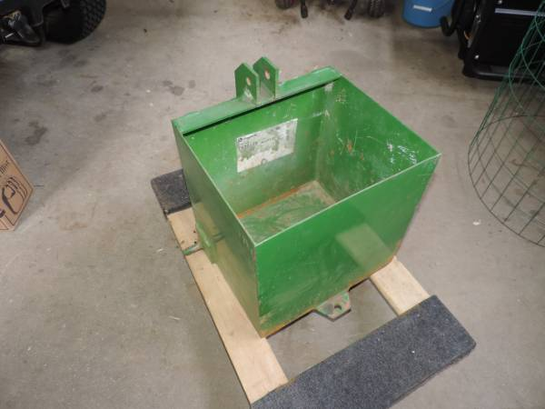 Photo John Deere Ballast Box CAT 0 TY20103 318 420 430 445 455 - $450 (Holland)