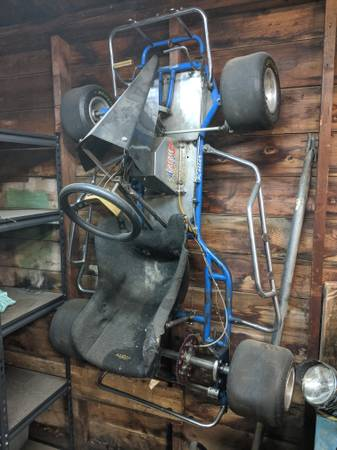 Photo KT100 go kart with many spare parts - $800