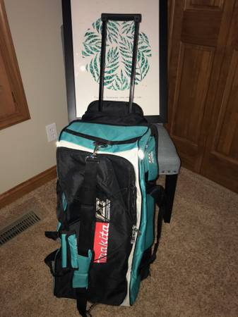 Photo Makita Extra Large LXT Tool Bag wWheelS, Extractable Handle 831269-3 - $65 (Grand Haven)