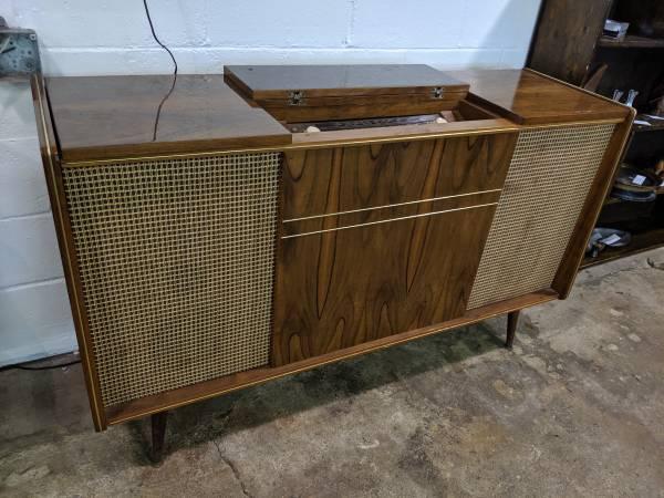 Photo Mid Century Modern Korting Delmonico Stereo Console - $495 (Grandville Mi)