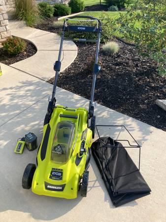 Photo NEW Ryobi 40 Volt 20quot Battery Push Mower w Battery  Charger - $175 (Grand Rapids)