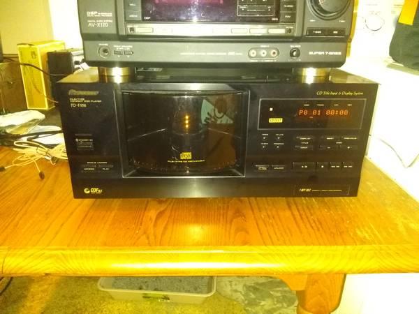 Photo Pioneer cd player - $60 (Hudsonville)