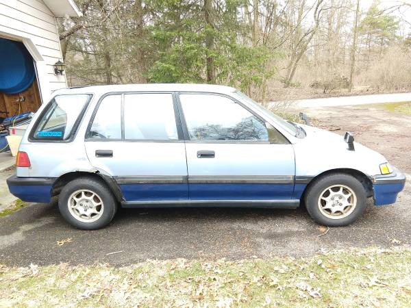 Photo RT4wd Civic Wagon - $2200 (Middleville)