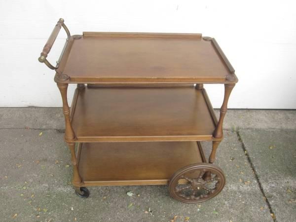 Photo Vintage Wood Tea Bar Serving Rolling Cart BUTLER USA - $100 (Grand Rapids)