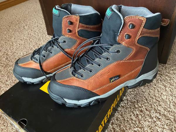 Photo Wolverine APEX 6quot HYTEST Safety size 11 work boot - $105 (Grand Haven)