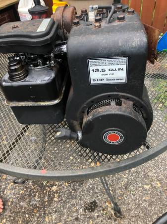Photo briggs and stratton engines - $25 (kentwood)