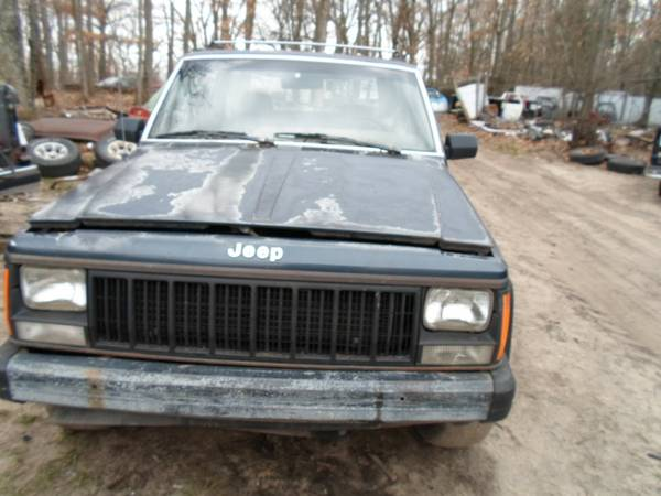 Photo parting out 1989 jeep cherokee (grant)