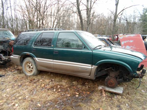 Photo parting out 1998 gmc jimmy 4x4 (grant mi)