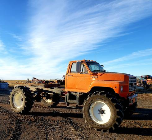 Photo 1986 Ford F700 4x4 Monster Truck - $12,000 (Shelby)